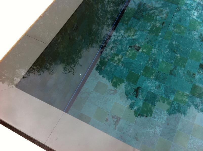 Volet immerg piscine en fond de bassin avec trappe d for Prix piscine carrelee
