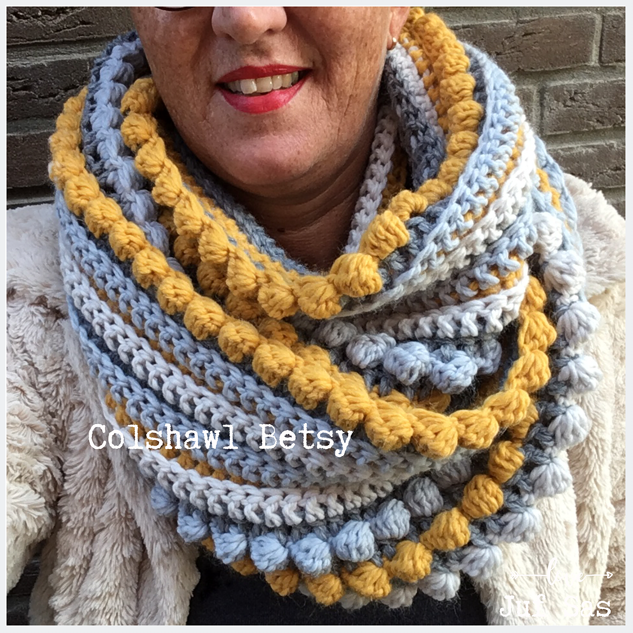 Gehaakte colshawl Betsy handmade by juf sas met gratis haakpatroon