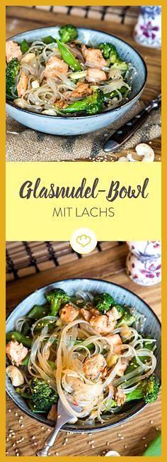 Asiatische Glasnudel-Bowl mit Lachs und Sesam #asiatische #Fitness food illustration #Fitness food p...