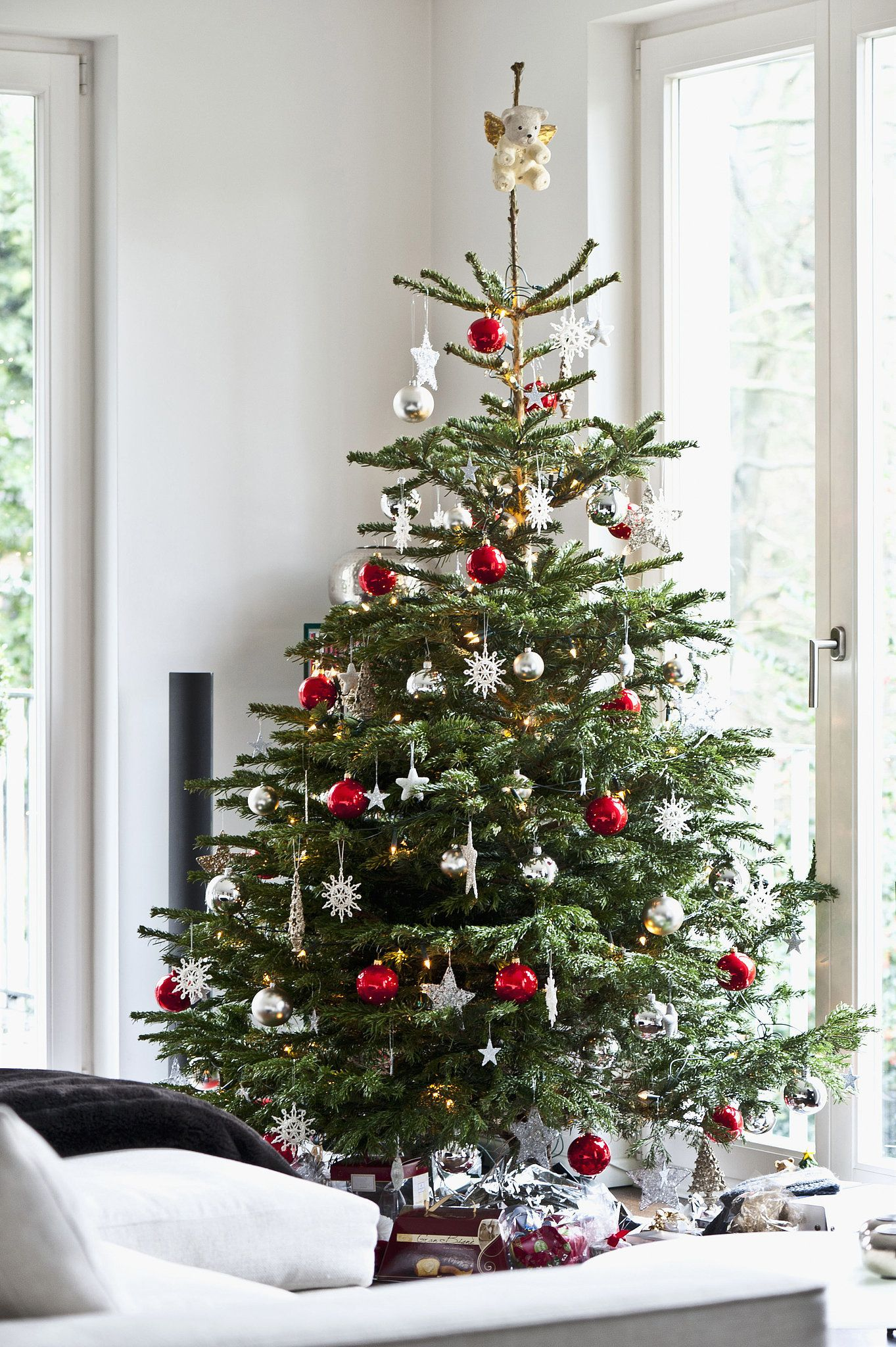 11 tips for decorating your holiday tree like a pro holiday tree real christmas tree - Real Christmas Tree Decorated