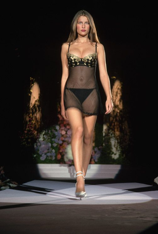 a5d39c766aa Laetitia Casta - Victoria s Secret Fashion Show