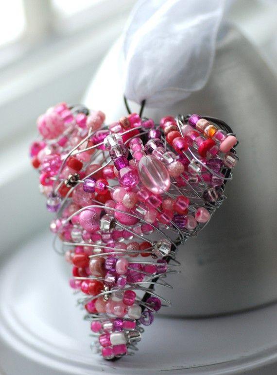 http://www.beadshop.com.br/?utm_source=pinterest&utm_medium=pint&partner=pin13 coração de pedrarias
