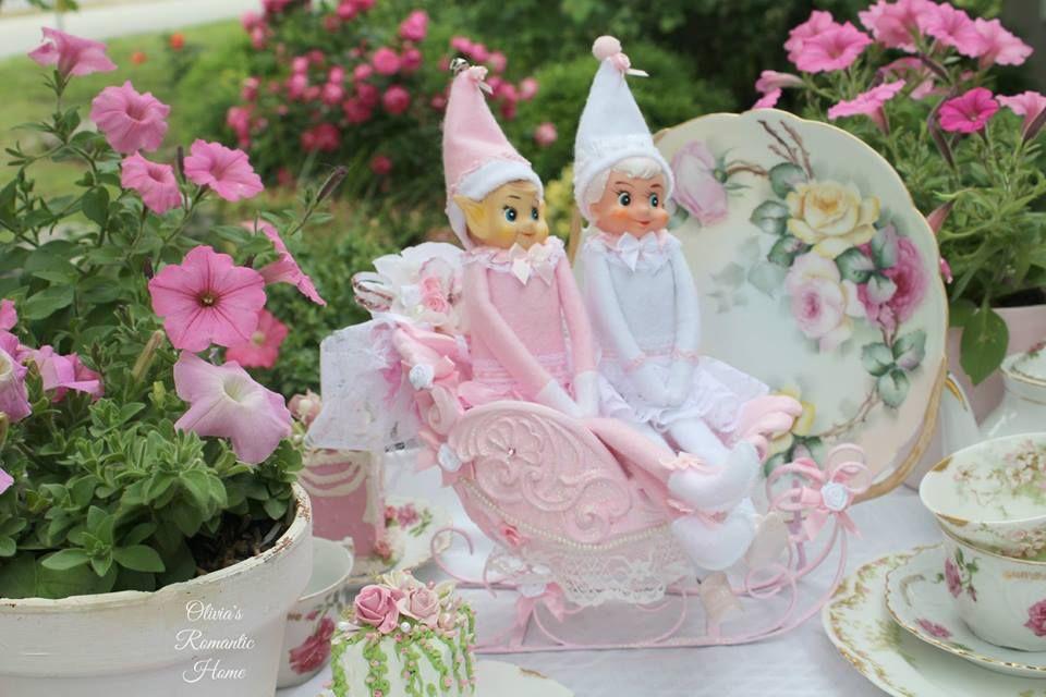 Pink Elves riding in their pink princess elf sleigh <3