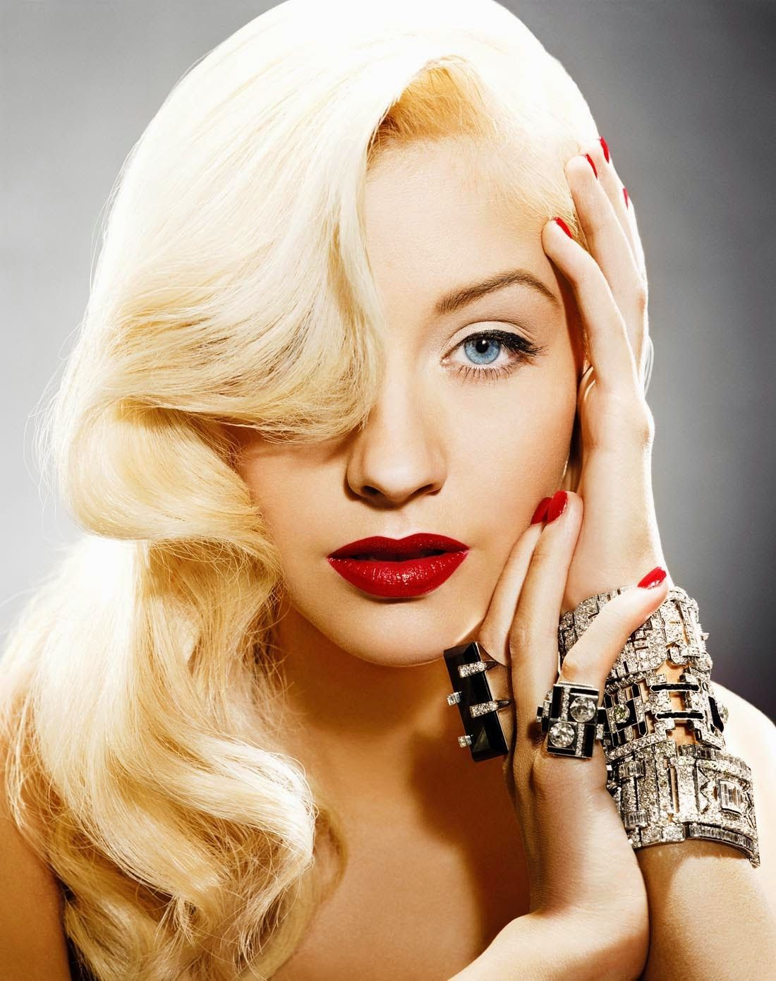 Aguilera Christina short 40s hairstyle pictures