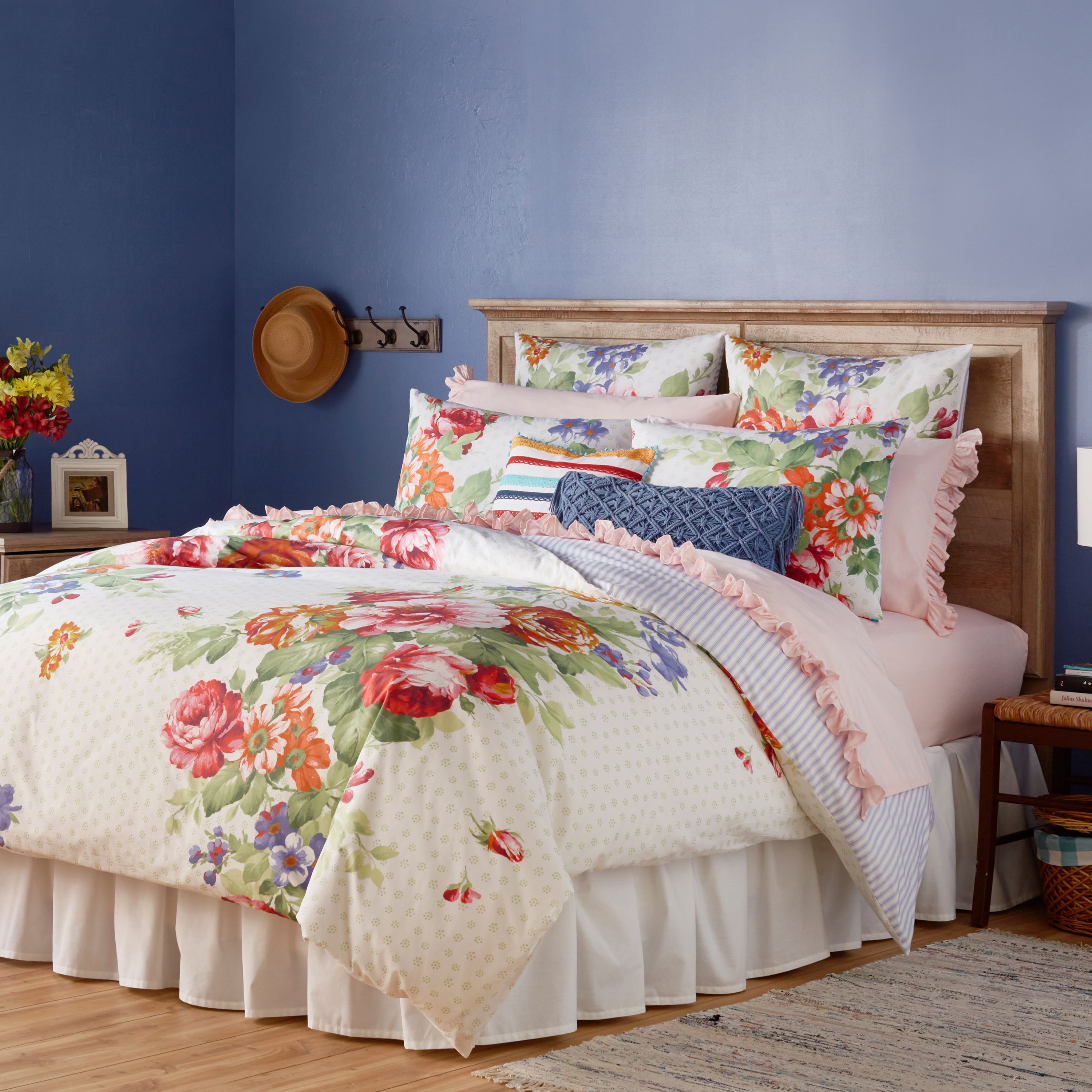 The Pioneer Woman Beautiful Bouquet Duvet Cover, White