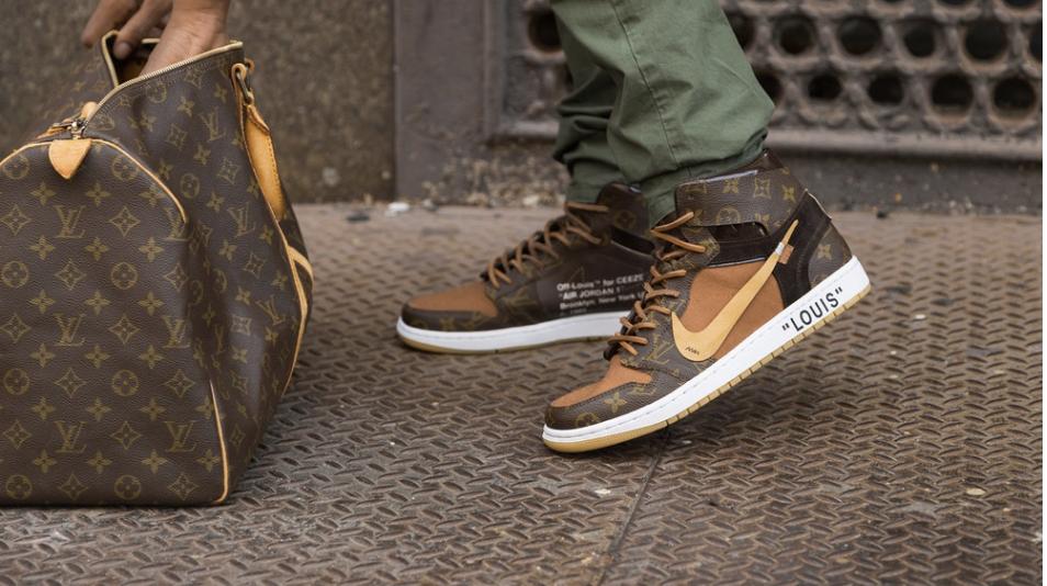 a88221e1c46 Louis Vuitton x OFF-WHITE x Nike Air Jordan 1 one pair will cost  4000 USD