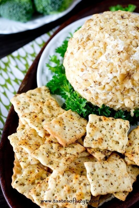 This Garlic Cheese Ball pairs perfectly with Italian herbcrackers for a simple, 5 minute appetizer
