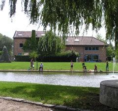 Jeugdcentrum De Tochtgenoot-Sint-Truiden: wandelafstand station-  naast speeltuin en subtropisch zwembad,...38 personen