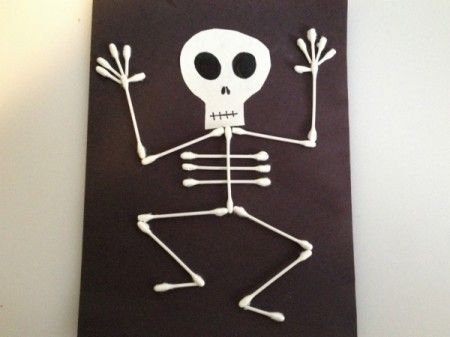Kids Crafts // 25 Skeleton Themed Halloween Crafts for Toddlers #halloweencraftsfortoddlers