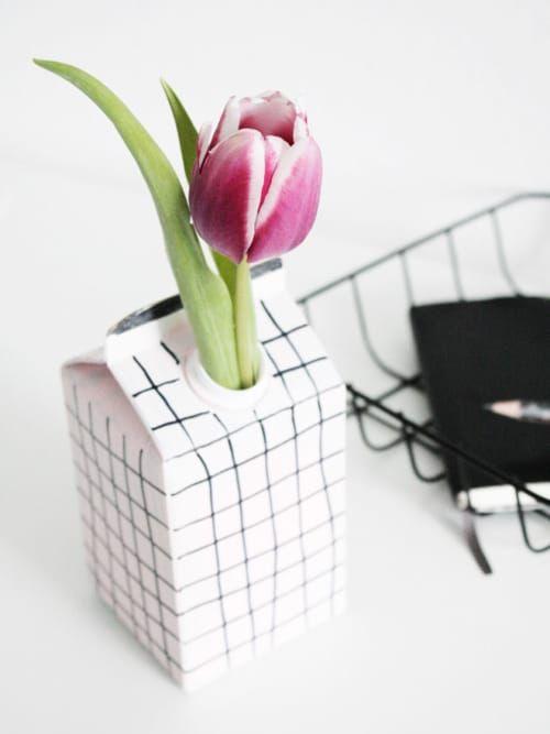 schnell einfach coole diy vasen ideen zum nachmachen sch nes wohnen diy vase vase ideen. Black Bedroom Furniture Sets. Home Design Ideas