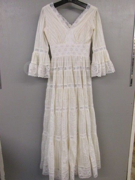 Mexican Style Dress vintage bought from Good Will. great dress white with lace and tiers