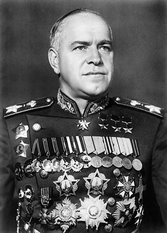 Zhukov, de 48 anos, já havia sido reconhecido como Herói da União Soviética, o maior prêmio militar de seu país.