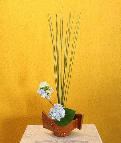 ikebana  | ... with hydrangea and juncus, a photo by Ligia Ikebana on Flickr