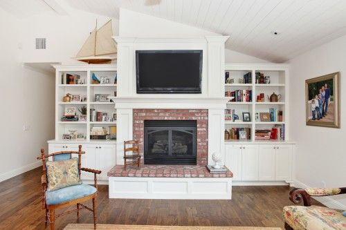 Fireplace Built Ins I Like This With The Vaulted Ceilings Fireplace Design Built In Around Fireplace Fireplace Built Ins