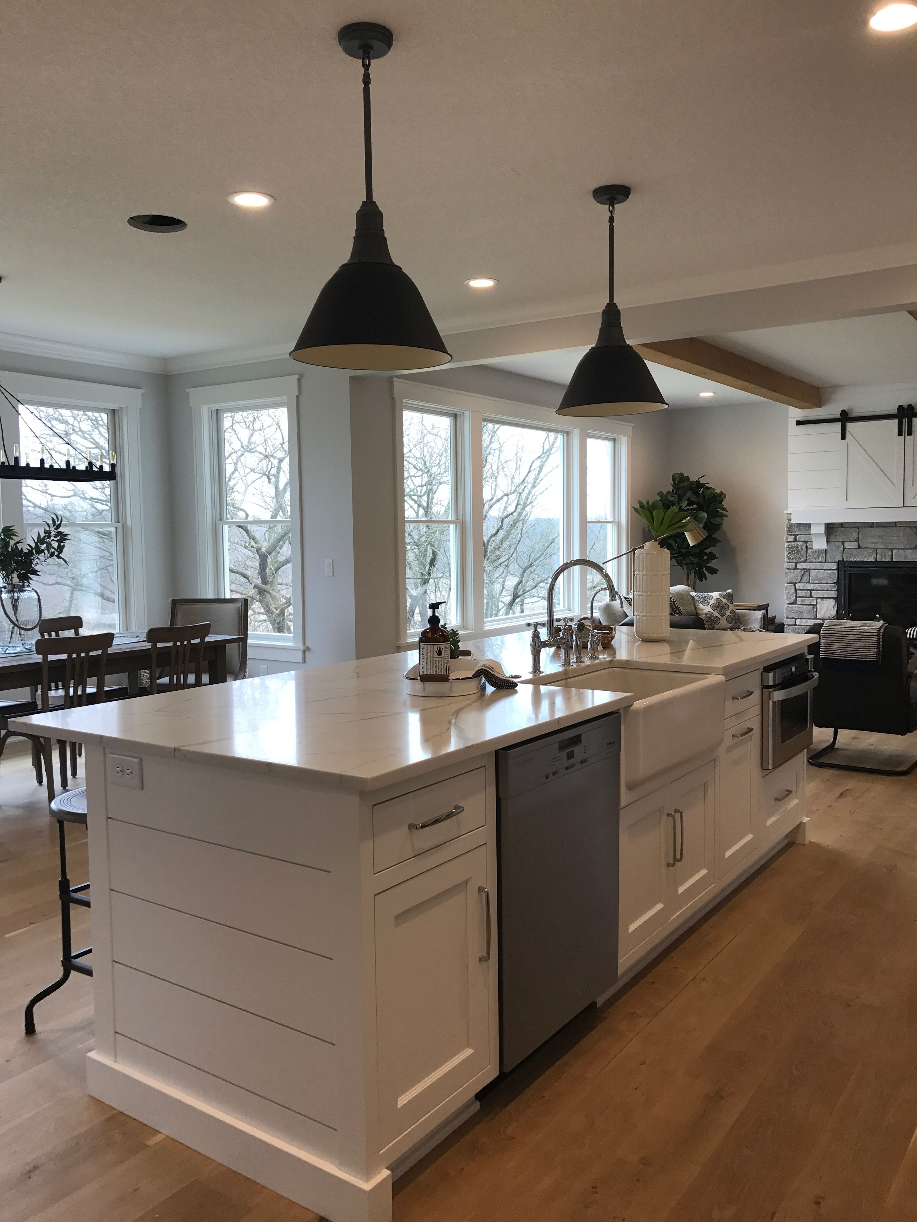 Pin By Rhanna Bastos On Small Home Decor In 2020 Kitchen Remodel Farmhouse Kitchen Lighting Home Kitchens