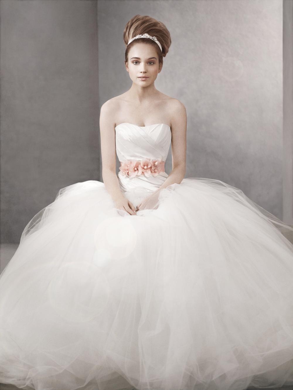 Designer Wedding Dress Gallery White By Vera Wang Wedding Dresses Vera Wang Traditional Wedding Dresses White Wedding Dresses [ 1333 x 1000 Pixel ]