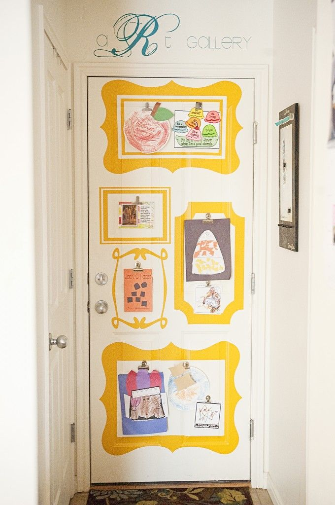 Vinyl frames on wall (or door) for children\'s art gallery. I want to ...