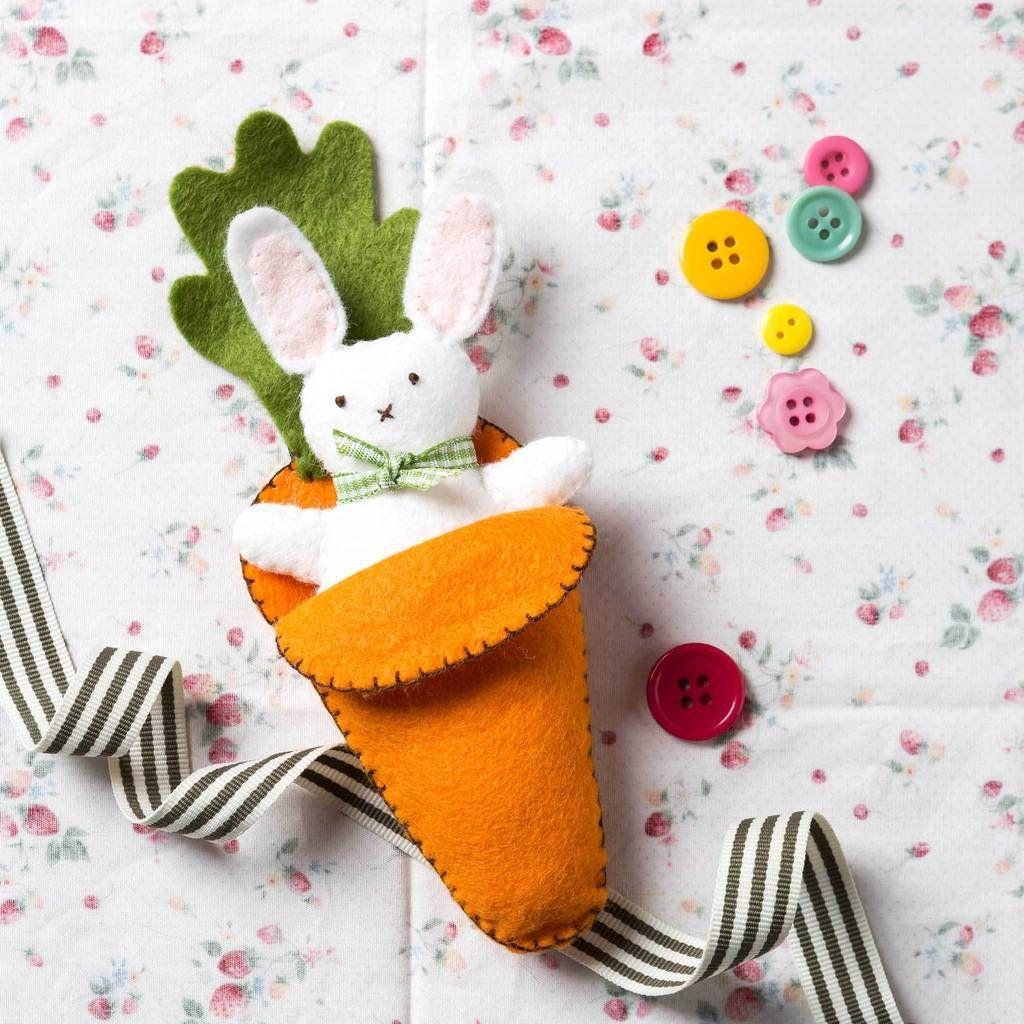 Corinne Lapierre Felt Bee and Flower Sewing Craft Mini Kit
