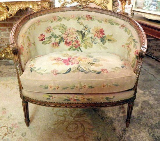Gorgeous needlepoint settee victorian decor pinterest luis xv banquetas y luis - Sillones antiguos restaurados ...