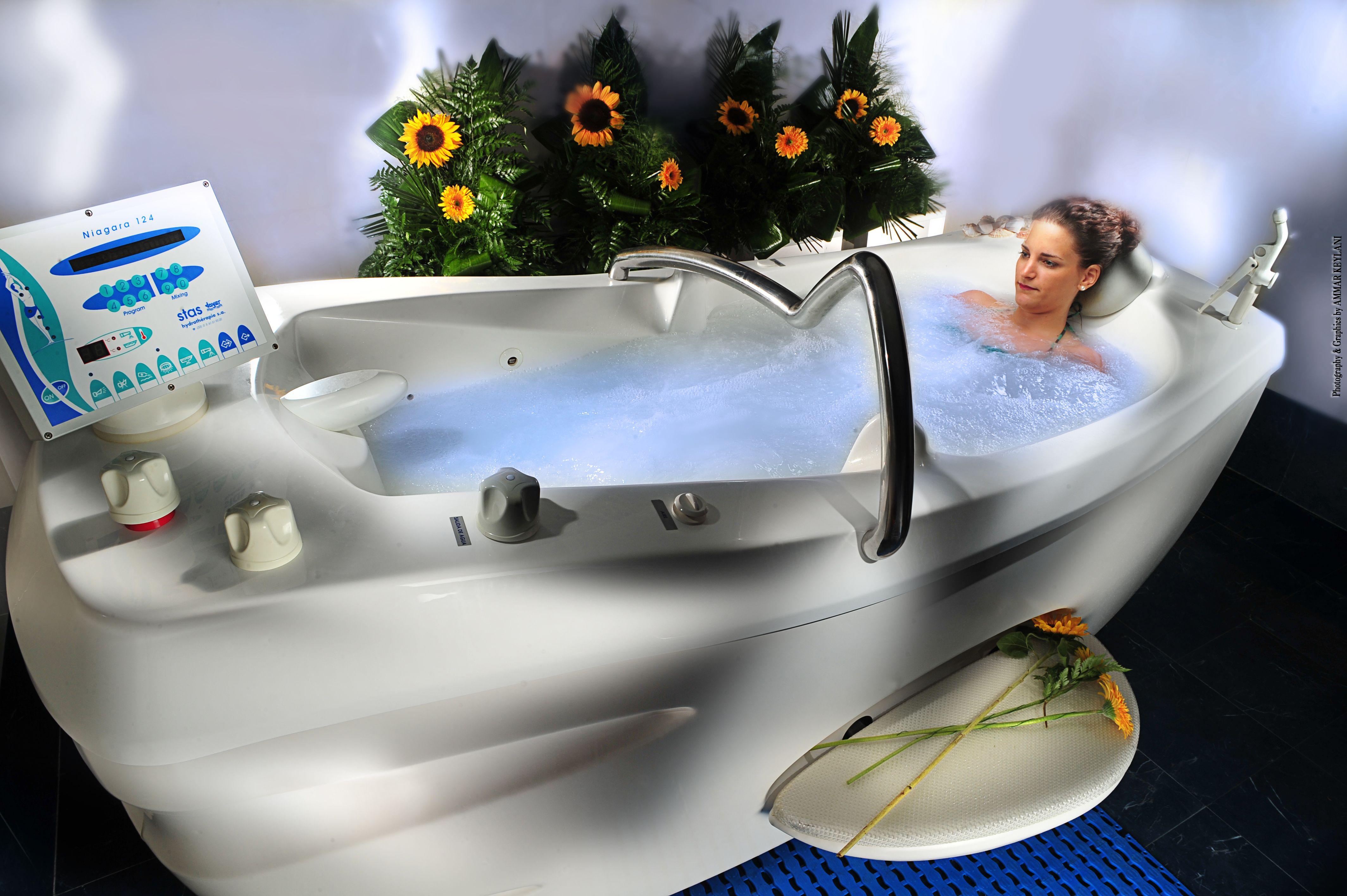Bañera de Hidromasaje Niágara con agua de mar ...