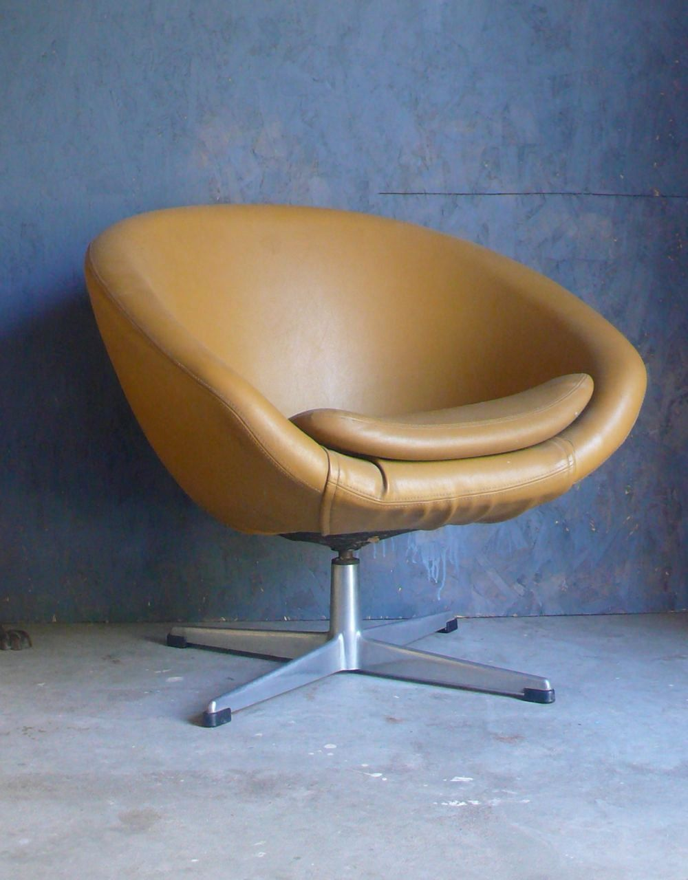 Nice Must Get My Pod Chair Recovered... Love This Refurbished Overman