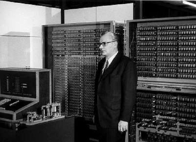 The World S First Computer Called The Z1 Was Invented By Konrad Zuse In 1936 His Next Invention The Z2 Was Fin Computer History Mechanical Computer History