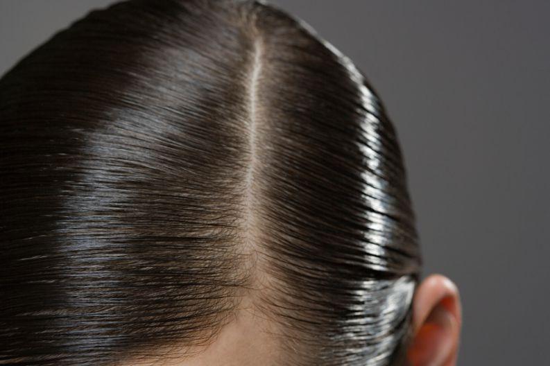 Saiba por que você não deveria dividir o seu cabelo do mesmo jeito todos os dias - Vix