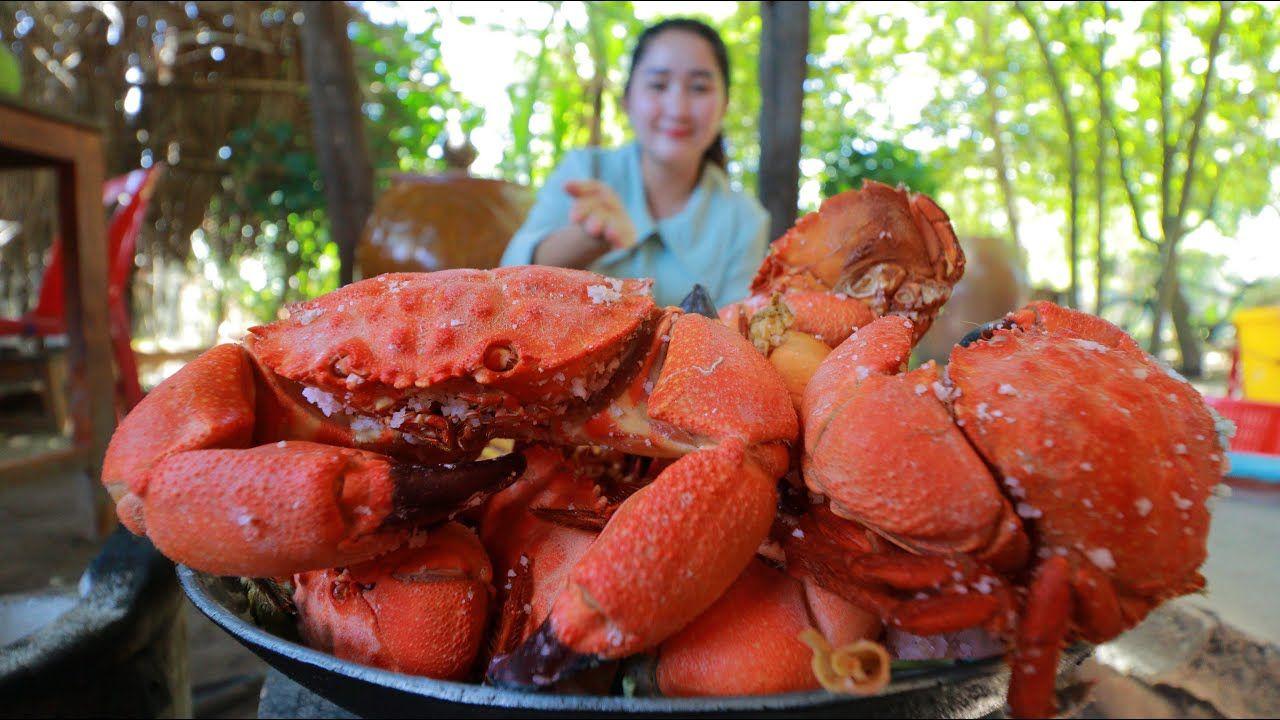 Have You Ever Seen Rock Crab Roasted Rock Salt Rock Crab Cooked Rock In 2020 Cooking Crab Roast
