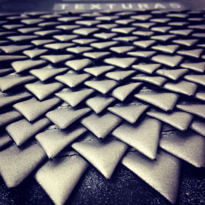 Dise o de moda dise o de indumentaria texturas vistas hoy for Escuela argentina de diseno