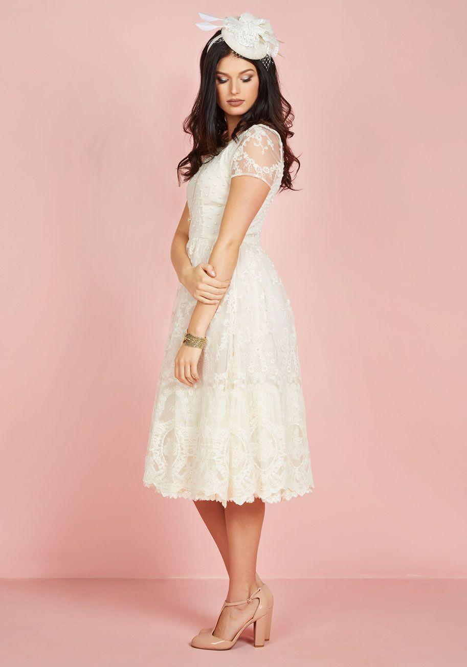 Asombroso Cream Dresses For A Wedding Fotos - Ideas de Vestido para ...