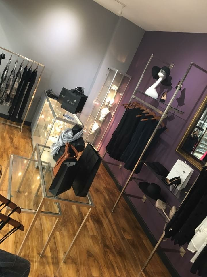 A chic, smart and sophisticated shop design   Vogue wall system   Morplan   Retail   http://www.morplan.com/shop/en/morplan/display-systems-landingpage/retail-display-system-collection