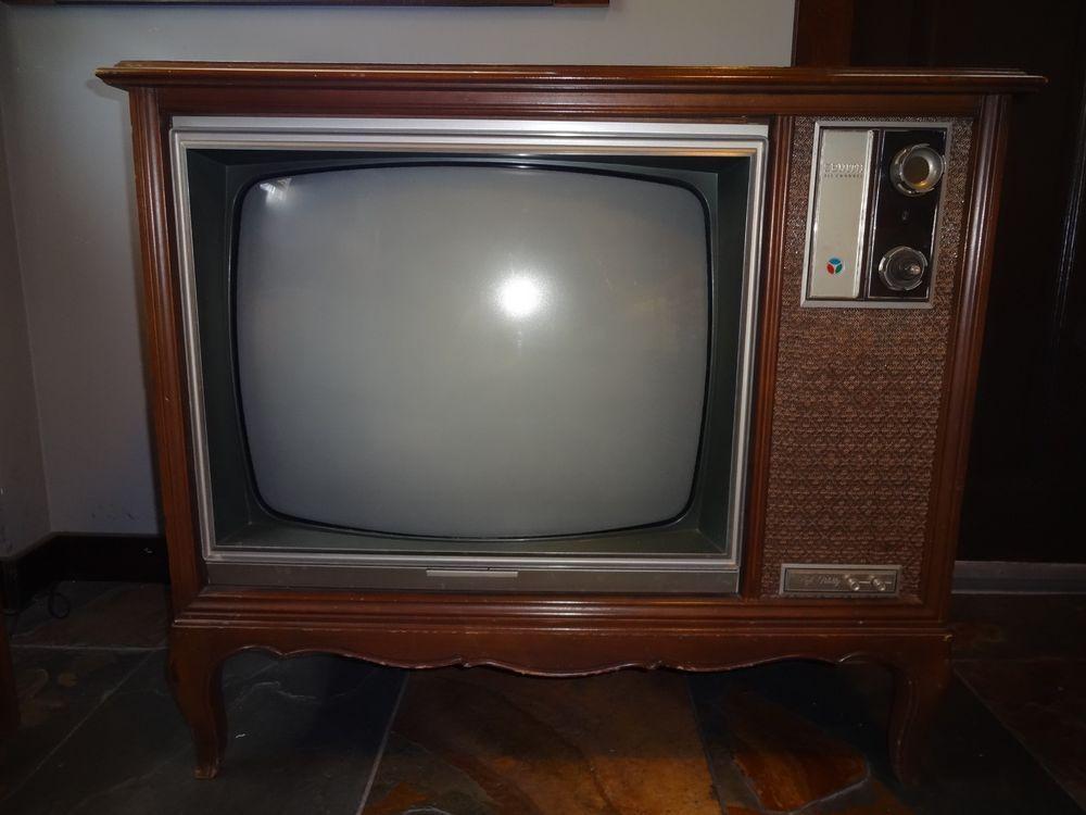 Vintage 1967 Zenith Color Tv Vintage Tv Sets Pinterest