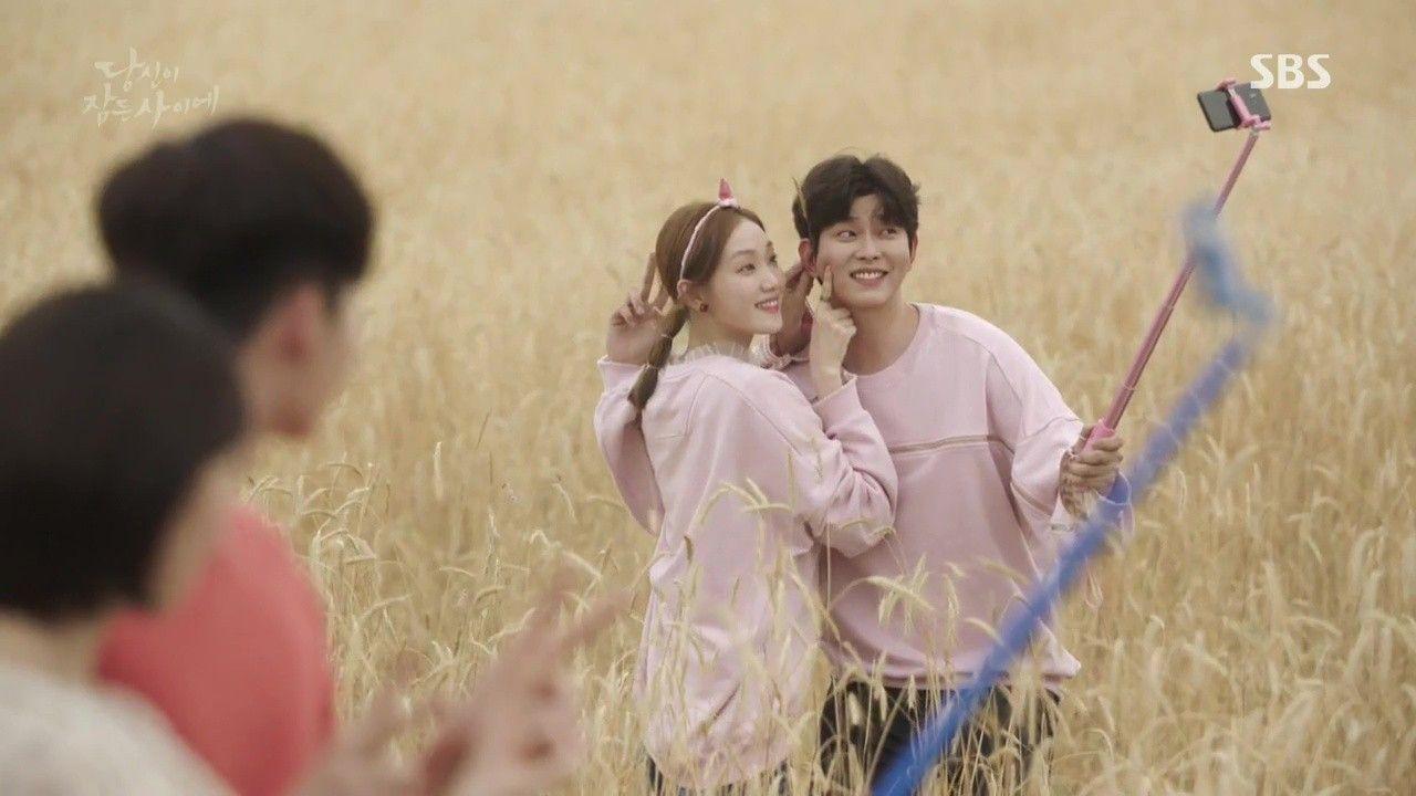 Cameo vài giây, Lee Sung Kyung nổi hơn cả đôi chính Khi Nàng Say Giấc - Ảnh 3.
