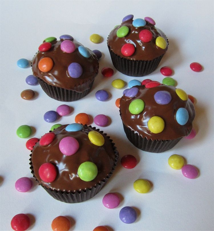 Schokomuffins mit Smarties – Food & Drink.