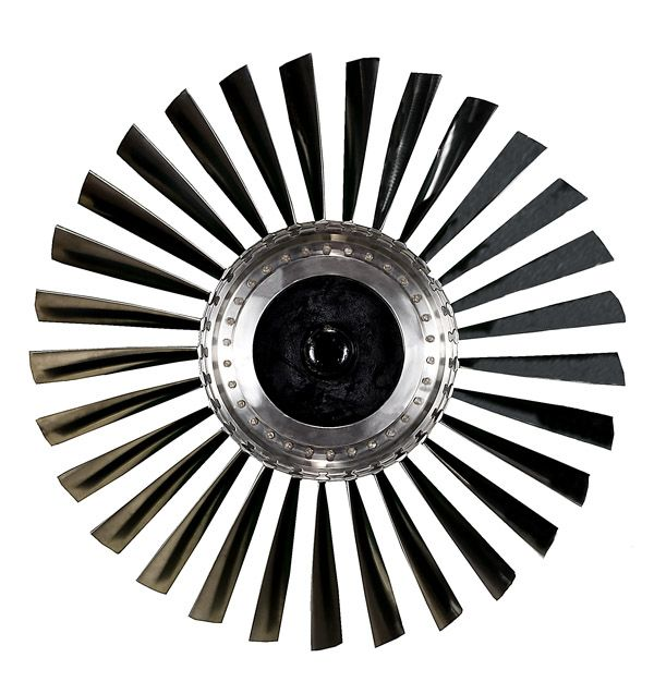 Engine Ceiling Fan : Jet engine could be a great ceiling fan design
