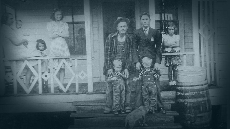 How Johnny Cash Grew Up (11 Photos)