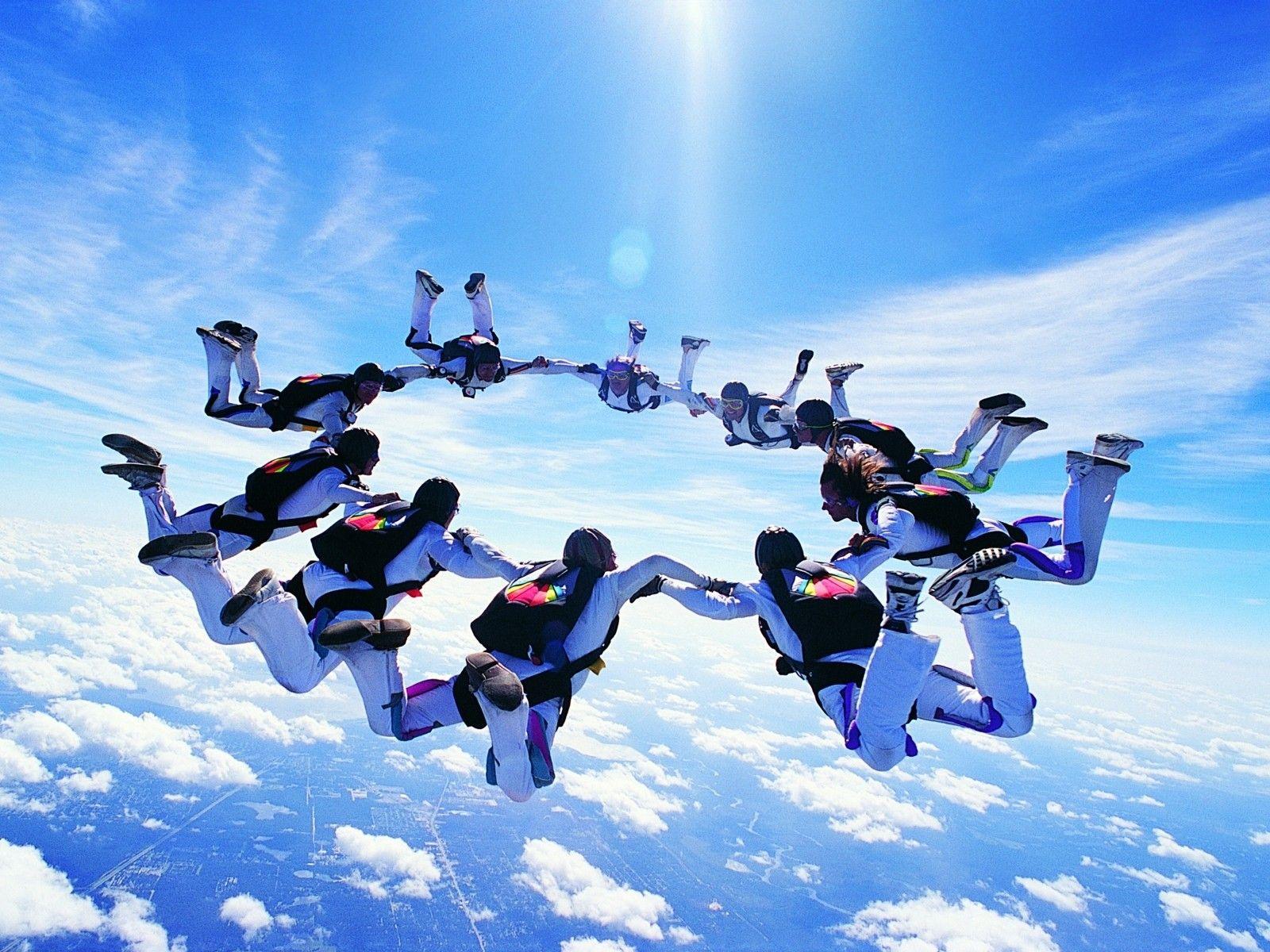 Le Sky Diving Ou Parachute En Chute Libre Est Depuis Tres Longtemps Un Sport Extreme De Premier Plan Life Is An Adventure Skydiving Adventure