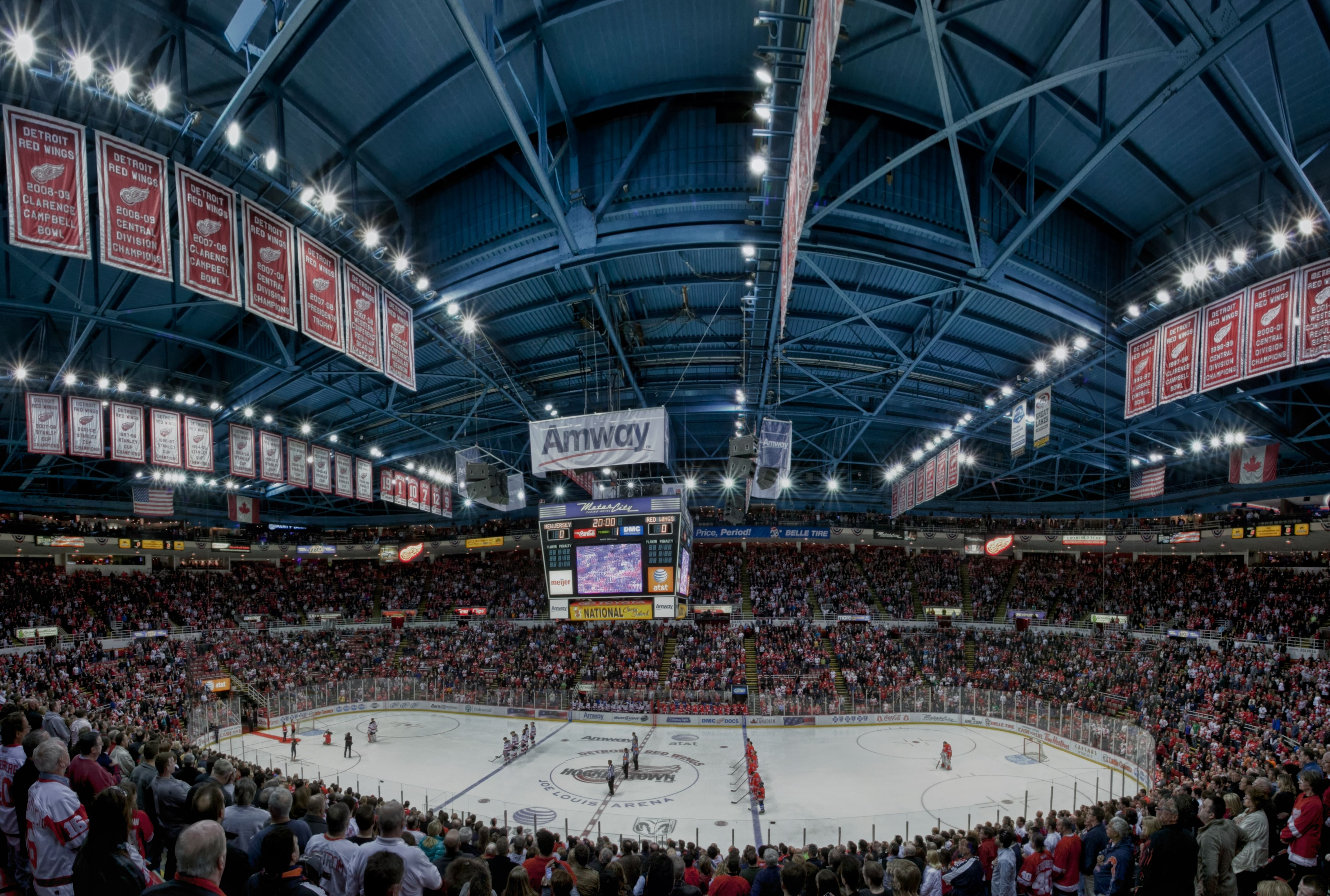 Ultimate Red Wings Night Out: 2 Tickets + Dinner & Drinks