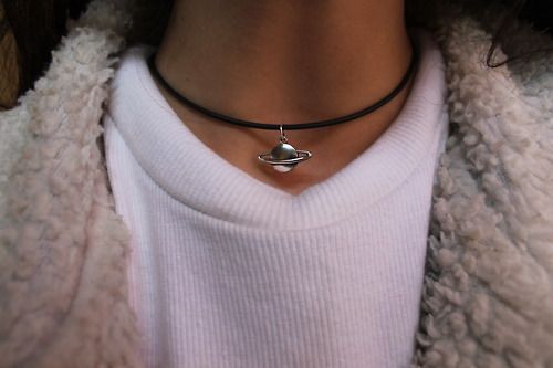 choker and fur