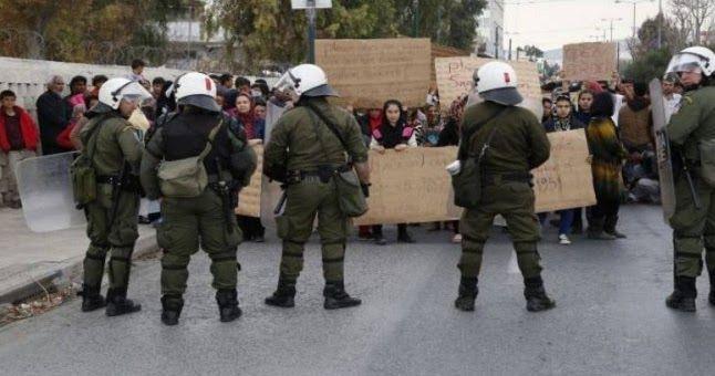 """""""Μπουκάρισαν"""" στην Αθήνα μετανάστες και πρόσφυγες – """"Αναχαιτίστηκαν"""" στην πλατεία Βικτωρίας"""