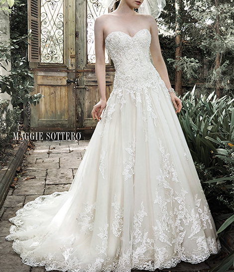 One of the most beautiful wedding dresses I've ever seen