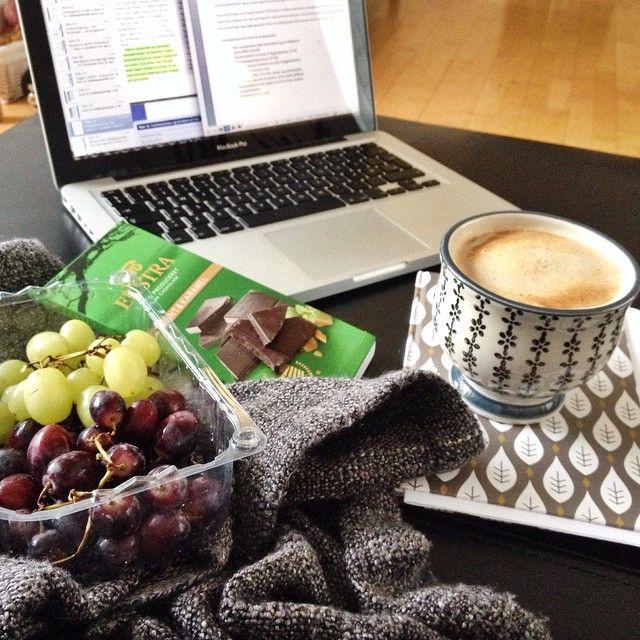 Jeg vil ikke ligefrem sige jeg hygger mig med min 48 timers eksamensopgave, men jeg forsøger da  Opgaven skal afleveres om lige under 25 timer, om jeg er presset og kører på maks indtag af kaffe, ehm bare lidt  #eksamenkommertætterepå #jegharikketidtilatværepåinstagram  #Padgram