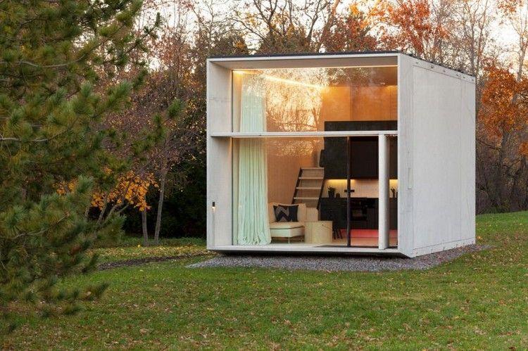 maison pr fabriqu e en forme de cube int rieur chaleureux avec corniche lumineuse et meubles. Black Bedroom Furniture Sets. Home Design Ideas