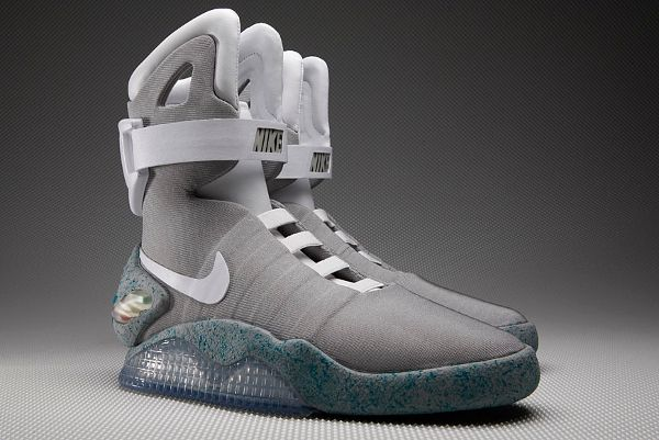 pas mal f81b3 441a1 Nike Mag 2015 | Shoes in 2019 | Lace sneakers, Nike air mag ...