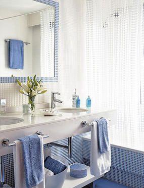 Ba o con dos lavabos minis - Banos en azul y blanco ...