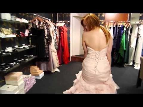 Maggie Sottero Divina - Emma gaat een fantastische roze trouwjurk passen!    Emma is trying on the Maggie Sottero Divina (pink wedding dress)