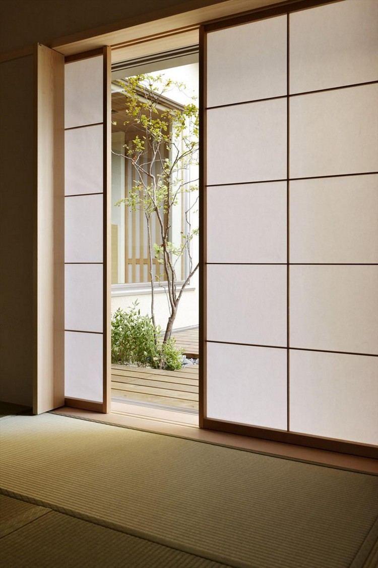 porte coulissante Shoji en verre opaque et ambiance zen, jardin ...