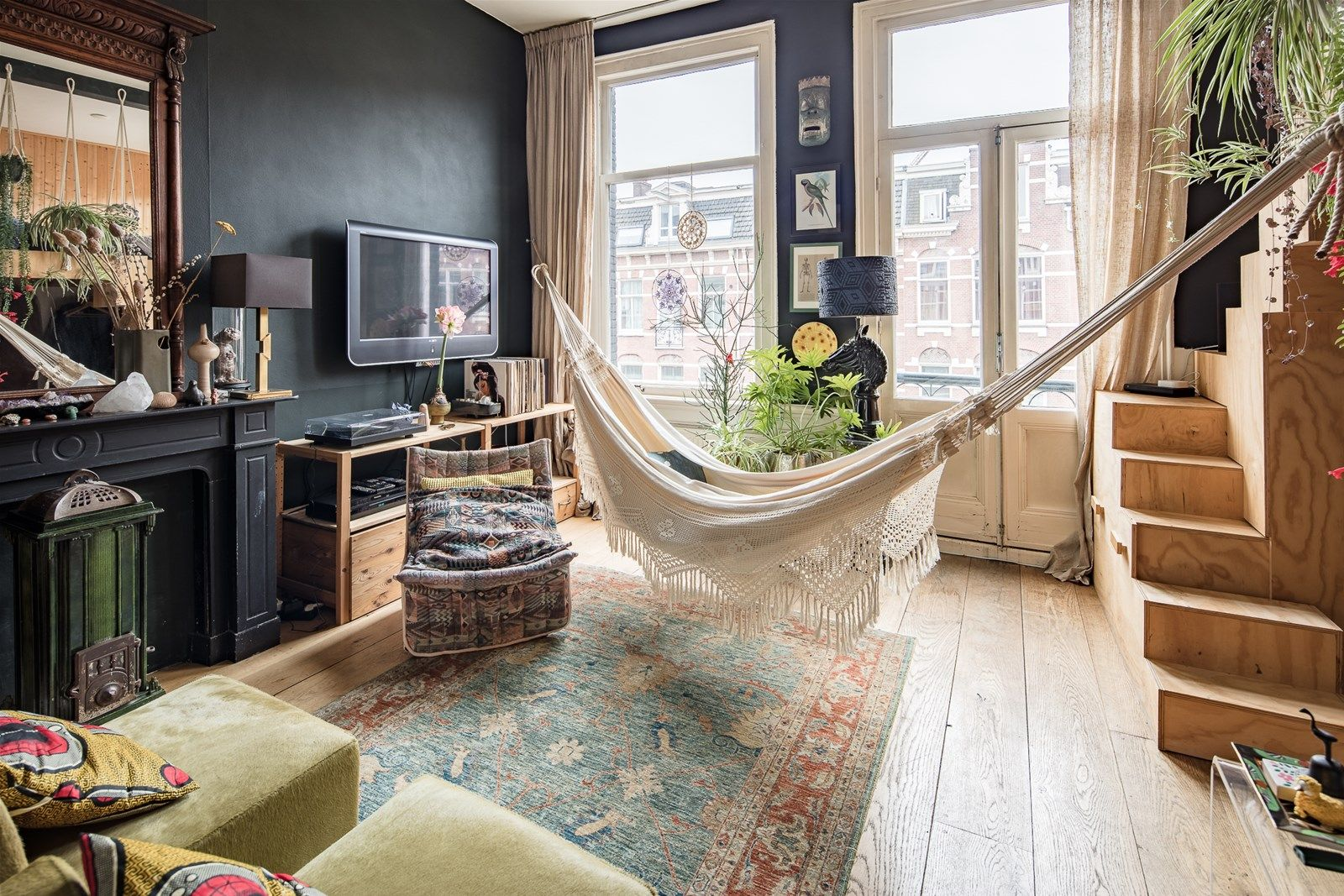 A Cozy Bohemian Apartment in Amsterdam | Decorating small ...