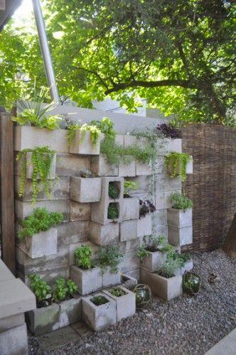 id es d co pour le jardin avec des parpaings d co jardin pinterest jardins d co jardin et. Black Bedroom Furniture Sets. Home Design Ideas