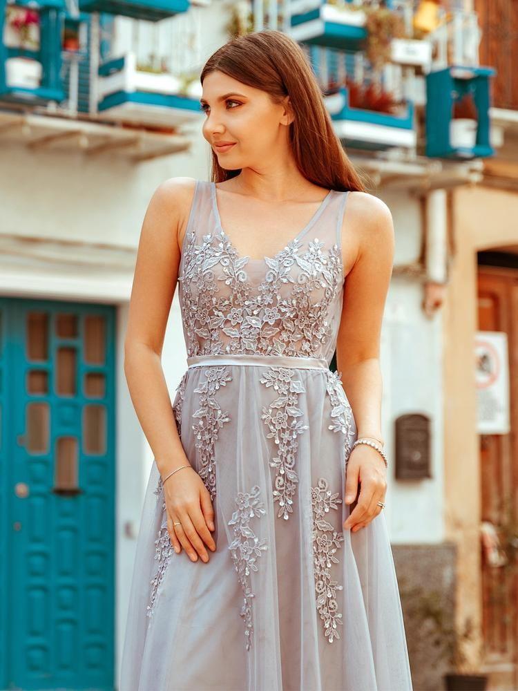 Elegant Backless Appliques Lace Dress